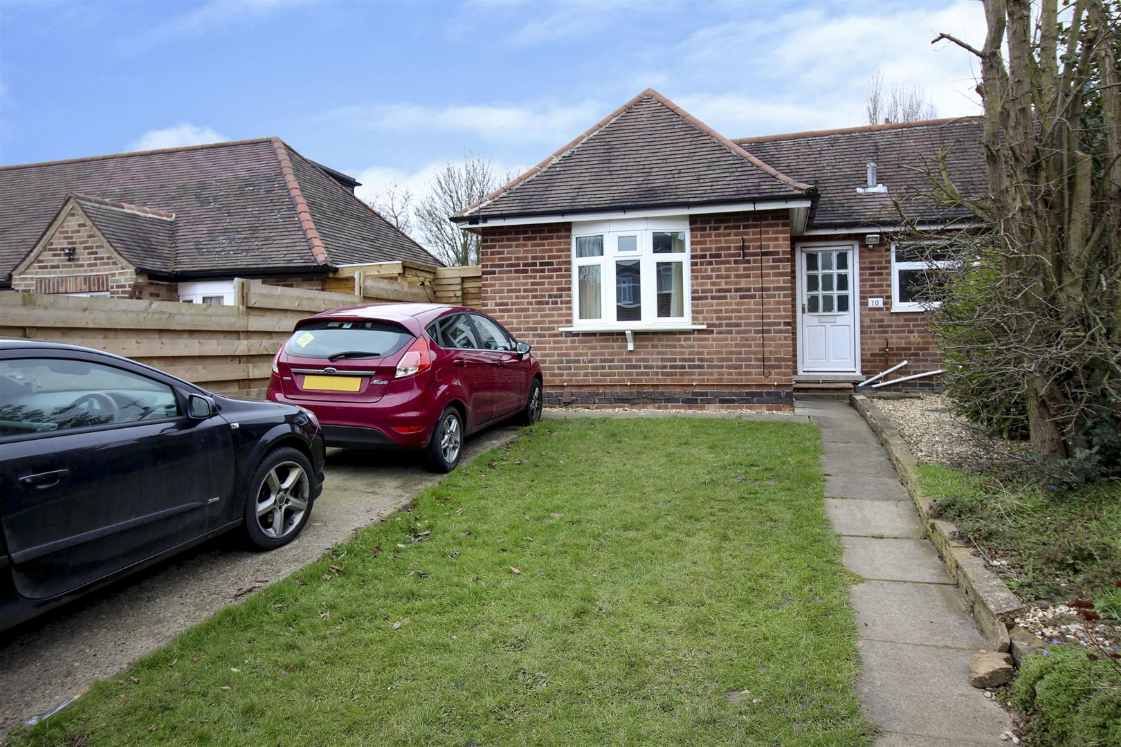 2 Bedrooms Semi Detached Bungalow for sale in Stanley Drive, Bramcote, Nottingham